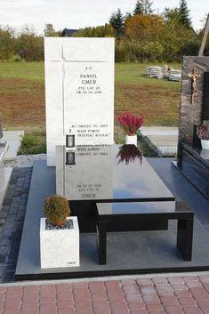 Nagrobki | Granit Petkowicz Cemetery Headstones, Cemetery Art, Funeral, Tombstone Designs, Grave Monuments, Cemetery Decorations, Memorial Park, Granite, Memories
