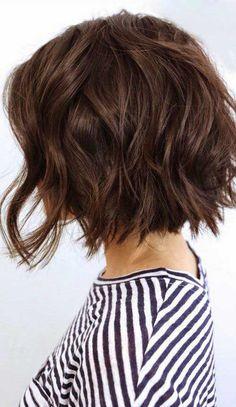 12.Wavy Bob Haircut                                                                                                                                                                                 Más