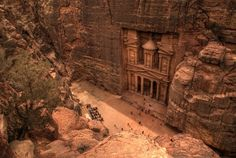 Petra: an ancient city of Jordan built entirely in the side of a cliff! O_O
