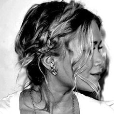 Festival hair- I really want to learn to do this style. So simple!!