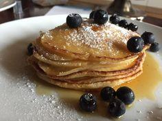 Buttermilch+Pancakes+mit+Ahornsirup+und+Heidelbeeren #waskochen Breakfast, Food, Maple Syrup, Delicious Dishes, Easy Meals, Kochen, Food Food, Morning Coffee, Essen