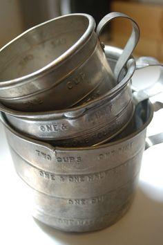 Vintage Aluminum Measuring Cups by StreetBumVintage on Etsy Vintage Tools, Vintage Metal, Vintage Decor, Vintage Antiques, Vintage Items, Vintage Kitchenware, Vintage Dishes, Antique Glassware, Old Kitchen