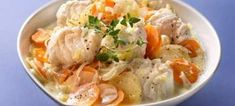 Seafood Salad, Fish And Seafood, A Food, Good Food, Food And Drink, Food Mills, Soup Plating, Mediterranean Recipes, Greek Recipes