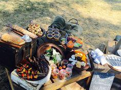 Mombo picnic Safari Food, Delicious Desserts, Yummy Food, Main Meals, Paella, Fun Ideas, Food Styling, Picnic, Ethnic Recipes