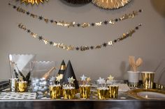 New Years party 2020 small safe gathering ideas party in a box black and gold aesthetic party like Gatsby roaring 20s NYE celebrate at home DIY holiday event social distance ideas with friends cyber week small business sale Dallas party planner affordable party decor effortless hosting making holidays special during covid Christmas 2020 ideas