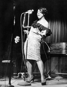Jazz singer Betty Carter with Walter Davis at the piano Jazz Artists, Jazz Musicians, Pop Rock, Rock And Roll, Soul Music, My Music, Cool Jazz, Smooth Jazz, Jazz Blues