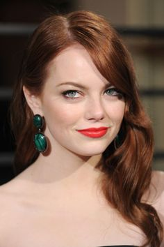 Emma Stone's 19 Best Beauty Looks The *La La Land* actress has topped our beauty A-list for as long as we can remember. See her all-time best hair and makeup moments. Emma Stone Hair, Actress Emma Stone, Red Carpet Hair, Russian Beauty, Vanity Fair Oscar Party, Sensual, Her Hair, Redheads, Makeup Looks