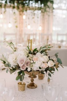 Noble glamor wedding in gold and white- Edle Glamour-Hochzeit in Gold und Weiß Wedding in gold, wedding decoration gold white, glamor wedding, wedding gold white, table decoration gold - Gold Wedding Decorations, Wedding Table Centerpieces, Wedding Flower Arrangements, Floral Centerpieces, Centerpiece Ideas, Wedding Tables, Floral Wedding, Wedding Colors, Wedding Flowers