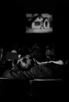 Teenage couple hold each other in a movie theater. Photo by Nina Leen. Dark Photography, Couple Photography, Black And White Photography, Romantic Couples, Cute Couples, Cinema Date, Movie Dates, Kino Film, Photo Couple