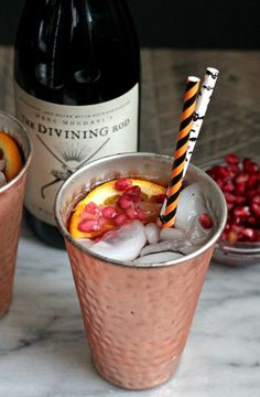 The perfect Fall cocktail with warm pinot noir, pomegranate juice (and seeds), and an orange liqueur! Wine Cocktails, Holiday Cocktails, Cocktail Drinks, Alcoholic Punch, Non Alcoholic Drinks, Beverages, Thanksgiving Sangria, Chocolate Oreo Cake, Holiday Punch