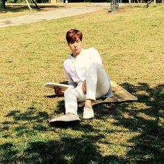 Lee Min Ho lounging in Jeju