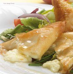 Kecskesajt réteslapban sütve, mézes balzsamecetes leveles salátákkal (sós) Soup, Ethnic Recipes, Soups, Chowder