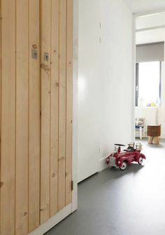 FLOORING: Marmoleum, high quality, durable linoleum that looks like concrete Linoleum Flooring, Kitchen Flooring, Floors, Desk In Living Room, Pinterest Home, Wood Interiors, Decoration Design, Interior Exterior, Interior Inspiration
