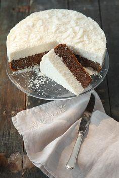 Vegane Mohn-Kokos-Torte | http://eatsmarter.de/rezepte/vegane-mohn-kokos-torte