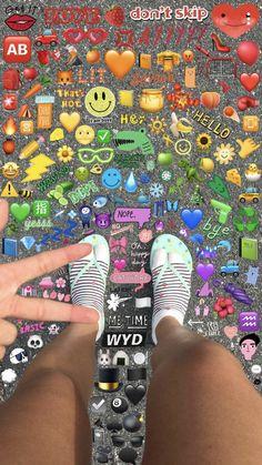 Iphone Wallpaper Images, Cute Emoji Wallpaper, Cute Wallpaper Backgrounds, Tumblr Wallpaper, Aesthetic Iphone Wallpaper, Cute Wallpapers, Aesthetic Wallpapers, Images Emoji, Emoji Pictures