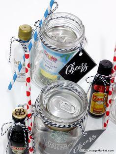 Trendy gifts sorprise ideas in a jar Alcohol Gift Baskets, Liquor Gift Baskets, Alcohol Gifts, Mini Alcohol Bottles Gifts, Basket Gift, Mason Jar Gifts, Mason Jar Diy, Gift Jars, Secret Santa