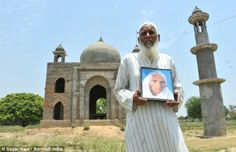 The husband who spends his life whole savings and sold his family heritage for 8.5 lakhs so that he can build a replica of the Taj Mahal in the honour of his dead wife