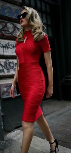 It's impossible to have a bad day if you're wearing you're favorite red sheath. This classic red dress is a closet must-have. Beautiful Dresses, Nice Dresses, Casual Dresses, Fashion Dresses, Sheath Dress, Dress Skirt, Dress Up, Jimmy Choo, Moda Chic