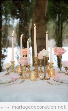 Idées déco table mariage candélabre doré et roses