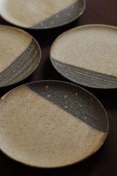 plates by naoko murakami Ceramic Tableware, Ceramic Clay, Ceramic Jewelry, Porcelain Ceramics, Ceramic Bowls, Japanese Ceramics, Japanese Pottery, Japanese Plates, Pottery Plates