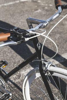 Montar en bici es una gran opción para hacer deporte y al mismo tiempo disfrutar de un agradable paseo. ¿Te animas a moverte en bici por tu ciudad? #bici #deporte #salud #ejercicio #ciudad