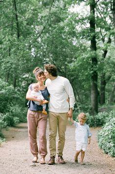 Cute Family photos. Outfit ideas for family photos. New York City Family Photos. Central Park Family Photos. Stephanie Sunderland Photography. Brownstone photos. Cute summer outfits for boys. Family outfit ideas. Natural family poses.