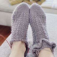 English/ Deutsch Vreeni Socks are worked toe up with the magic loop method toe up to the cuff. The stitches are picked up with a double-sides cast on. Vreeni Socks have a pretty and simple lace pattern. The heel is shaped with short rows (boomerang heel), but can be replaced by any other heel that is worked bottom up. Vreeni has a short leg and can be worked with or without the ruffles. Difficulty ●●●●○ Sizes 36/37 (38/39) 40/41 Magic Loop, Short Legs, Circular Needles, Stockinette, Needles Sizes, Dusty Pink, Leg Warmers, Pearl White, Ruffles