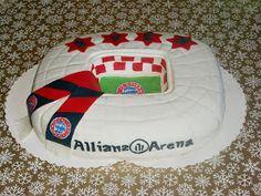 Und hier mal ne Fussballtorte in Form der Allianz Arena . Öfter mal was neues :D . Hab noch eine gemacht und diesmal ne Anleitung für euch ...