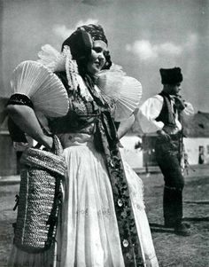World of Ethno: Photo Anglo Saxon History, Tribal Costume, My Heritage, Eastern Europe, Vintage Pictures, Vintage Photographs, World Cultures, Czech Republic, Beautiful World
