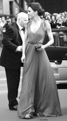 Kate Middelton. I adore this woman. Classy, elegant and so graceful