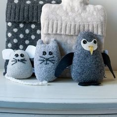 This beautiful collection of animals is produced from 100% lambswool filled with natural lavender and wheat for the ultimate indulgence.The penguin is dark grey with applique face details and black feet. Dotted around the house, placed in wardrobes, drawers or bedside tables, the animals keep your rooms and clothes smelling fresh as well as aid sleep and relaxation. Used as a quirky doorstop, the penguin allows aroma to blissfully flow through each room.Accessorise your home with a selection ...