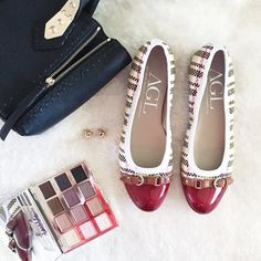 """❤️AGL Red Point Flats❤️ Very cute AGL Flats. Brand new they have never been worn. The only """"defect"""" is a scratch on the trim of the shoes (shown in pictures). Really not visible as it is very very small. Sole is in great conditions. Size 39. ❤️ AGL Shoes Flats & Loafers"""