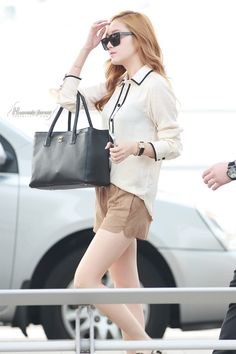 SNSD Jessica @ Airport. K-pop fashion.
