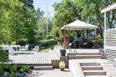 Bilder, Balkong/uteplats, Träd, Trappa, Altan - Hemnet Inspiration Common Area, Pergola, Backyard, Outdoor Decor, Outdoor Ideas, House, Inspiration, Image, Decks