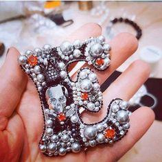 Автор @brasleti.natkamni 〰〰〰〰〰〰〰〰〰〰〰〰〰〰 По всем вопросам обращайтесь к авторам изделий!!! #ручнаяработа #брошьизбисера #брошьручнойработы #вышивкабисером #мастер #бисер #handmade_prostor #handmadejewelry #brooch #beads #crystal #embroidery #swarovskicrystals #swarovski #купитьброшь #украшенияручнойработы #handmade #handemroidery #брошь #кольеручнойработы #кольеизбисера #браслеты #браслетручнойработы #сутажныеукрашения #сутаж #шибори #полимернаяглина #украшенияизполимернойглины