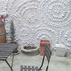 Detail, Inspiration by circles and slate river. Mosaic art by Ursula Huber, Marble mosaic combined with natural slate. Pebble Mosaic, Stone Mosaic, Mosaic Wall, Mosaic Glass, Mosaic Tiles, Mosaic Garden, Garden Art, Home And Garden, Pink Garden