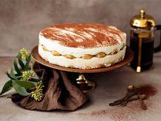 Irish cream tiramisukakku   Valio Irish Cream, Pavlova, Something Sweet, Sweet Treats, Deserts, Baking, Ethnic Recipes, Party, Food