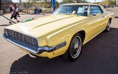 ✿1968 Ford Thunderbird✿ Ford Motor Company, Lincoln Motor Company, Cars Usa, Us Cars, Thunderbird Car, 70s Muscle Cars, Old American Cars, Ford Lincoln Mercury, Ford Classic Cars