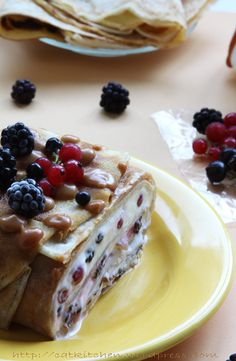 Terina de clatite cu mascarpone si fructe French Toast, Food And Drink, Cookies, Breakfast, Cake, Ethnic Recipes, Sweets, Mascarpone, Crack Crackers