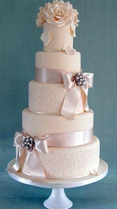 Wedding Cakes, Sweet Tiers Cakes, wedding cakes, wedding cupcakes, bespoke wedding cakes based in Buckinghamshire, Aylesbury