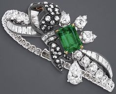 """""""Salon de Diane"""" bracelet in white gold, scorched silver, pink and yellow gold, diamonds and emerald. I Love Jewelry, High Jewelry, Heart Jewelry, Jewelry Accessories, Emerald Bracelet, Diamond Bracelets, Antique Jewelry, Vintage Jewelry, Dior Ring"""