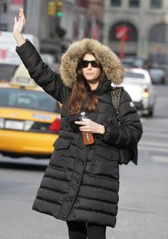 Liv Tyler with her Moncler down jacket in a super cold NYC #moncler #livtyler #monclerfriends