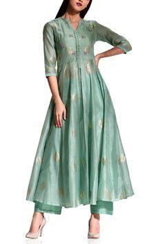Pastel green tunic set - Koasheé by Shubhitaa - Designers Long Dress Design, Stylish Dress Designs, Designs For Dresses, Stylish Dresses, Casual Dresses, Dress Indian Style, Indian Fashion Dresses, Indian Designer Outfits, Indian Outfits