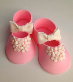 pink Fondant shoes cake toppers by Ninettacakes on Etsy Baby Shower Desserts, Baby Shower Cakes, Fondant Baby Shoes, Christening Cake Girls, Fondant Icing Cakes, American Girl Doll Shoes, Foundant, Elephant Cakes, Mom Cake