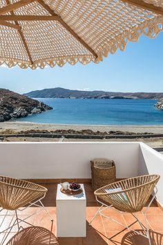 Eneos Kythnos Beach Villas- Luxury rentals in Cyclades Outdoor Dining, Outdoor Spaces, Outdoor Decor, Patio, Backyard, Desktop Photos, Relax, Beach Villa, Luxury Accommodation