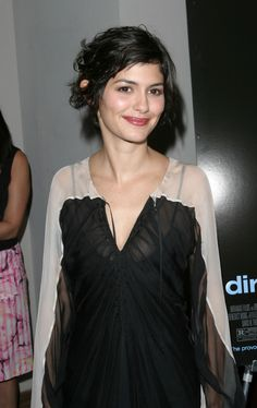 Audrey Tautou, Pixie Hairstyles, Cute Hairstyles, Short Brown Hair, French Actress, Grow Out, Pixie Cut, New Hair, How To Look Better