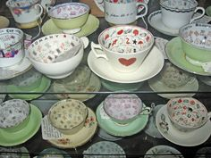 Vintage fortune telling teacups - saw a beautifull set on a food show I watched this afternoon and now I WANT! Reading Tea Leaves, Tea Reading, Tarot, Fortune Telling Cards, Food Shows, Vintage China, The Conjuring, Occult, A Table