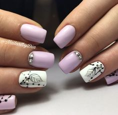 Babypink diamonds lavender colour nails