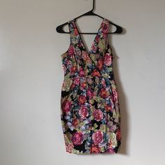 Spring floral bubble v neck dress S On trend spring floral dress, size small. Maybe better for an XS. Brand is Ezra. V neck front and back. Gathered waist and slight bubble skirt. ezra Dresses Mini