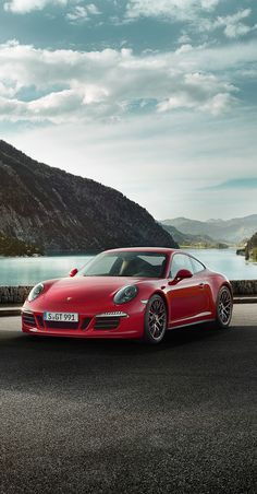 Porsche 911 Carrera GTS. Combined fuel consumption in accordance with EU5: 12.4-8.2 l/100 km; CO2 emissions in g/km 289-191.